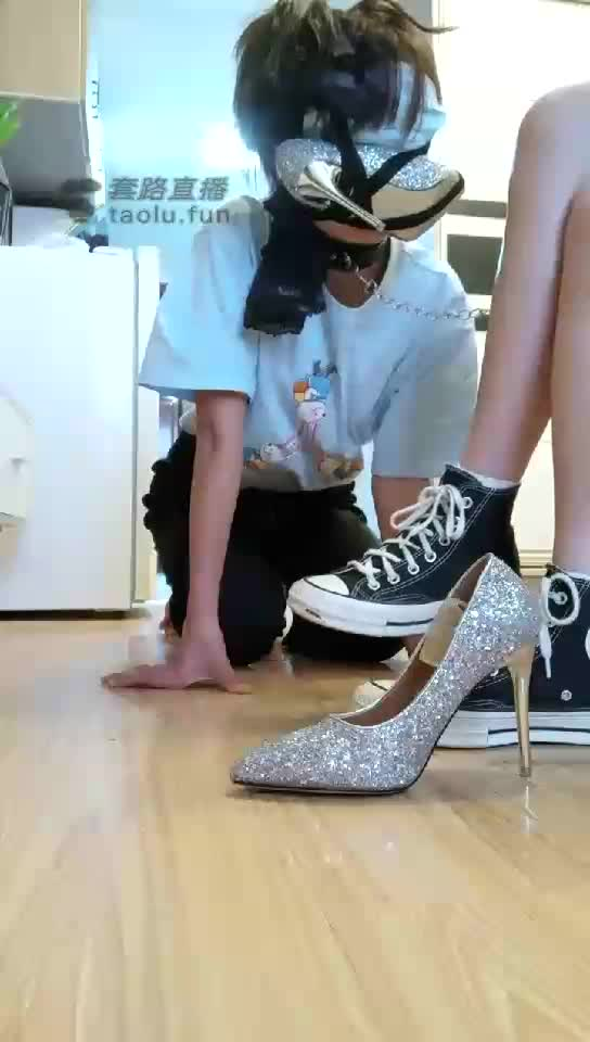 Does my little slave girl's shoes smell good?