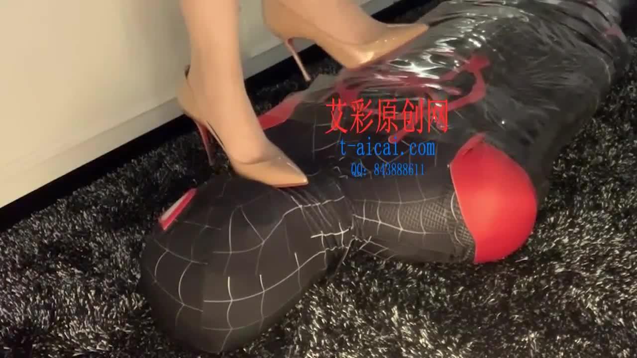 Shredded pork plays with spiderman